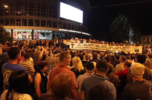 تجمع اعتراضی در مقابل سالن کنسرت تفلیس