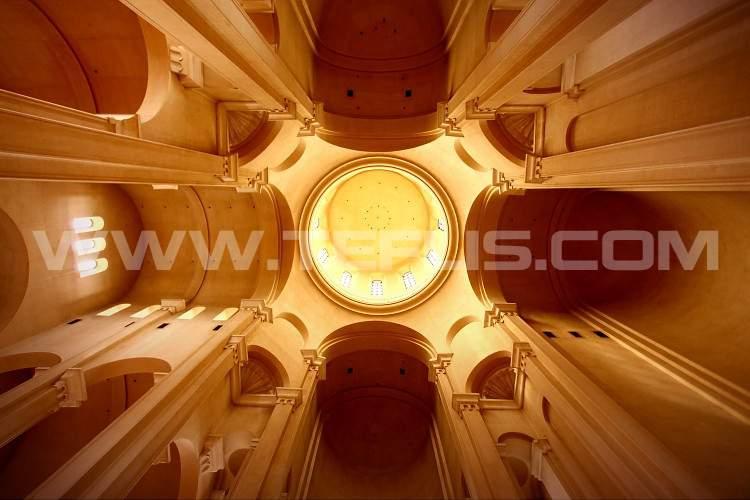 نمای داخلی گنبد کلیسای سامبا