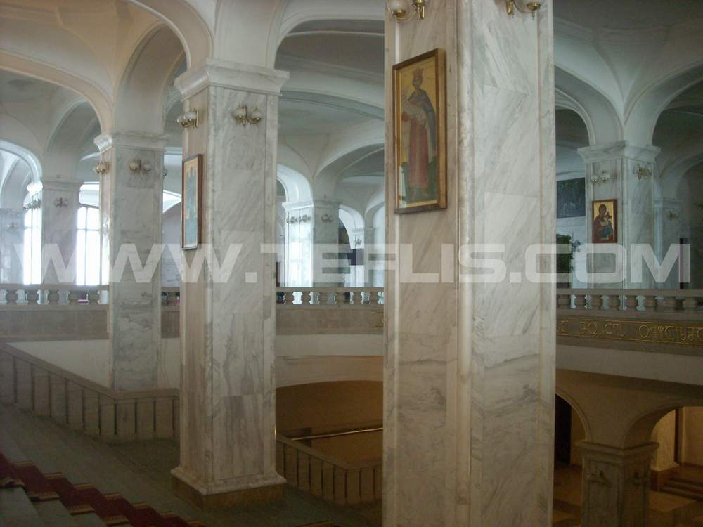 نمایی از طبقات داخلی کلیسای سامبا