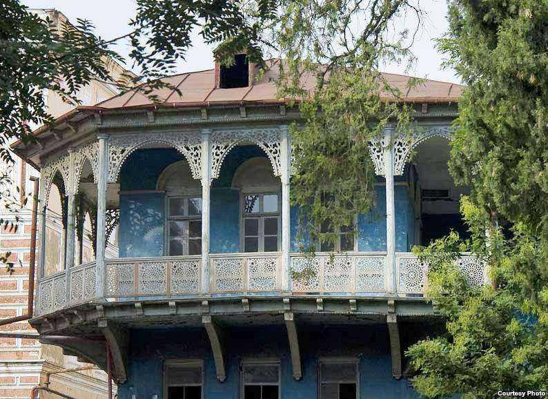 خانه لرمانتف واقع در میدان گاداشویلی