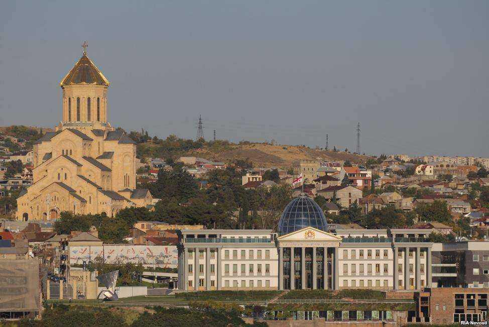 کاخ ریاست جمهوری و کلیسای سامبا