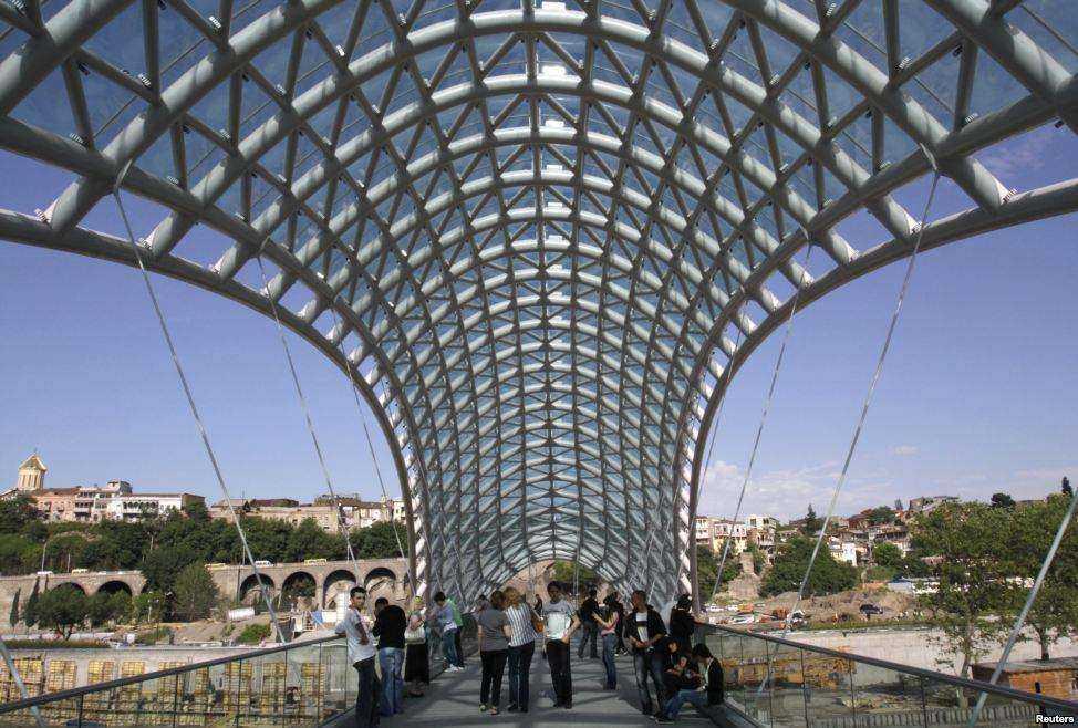 پل صلح بر روی رودخانه کورا