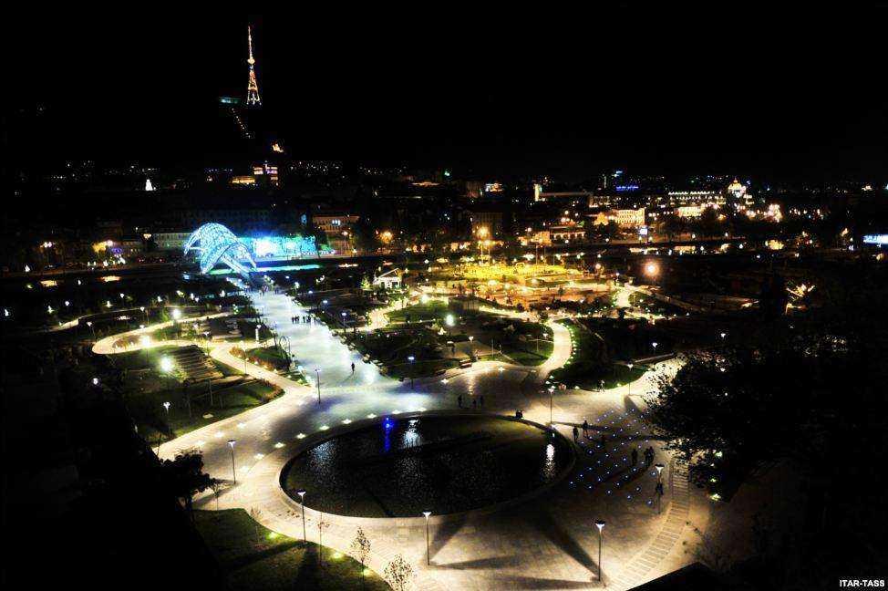 پارک ریکه در نزدیکی پل صلح