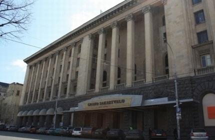 ساختمان فعلی مهمان پذیر ساکارتولو و محل آینده هتل هیلتون