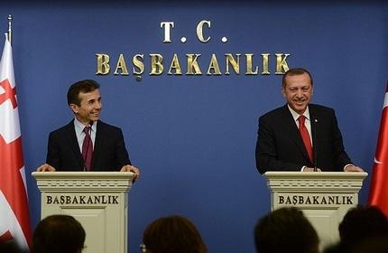 رجب طیب اردوغان (راست) و بیدزینا ایوانیشویلی (چپ)