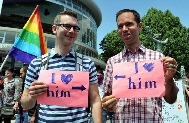 تجمع سال 2012 همجنسگرایان در مقابل سالن کنسرت تفلیس