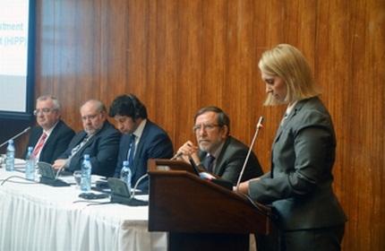 بریجت برینک (راست) | عکس مربوط به کنفرانس 'انرژی' است.