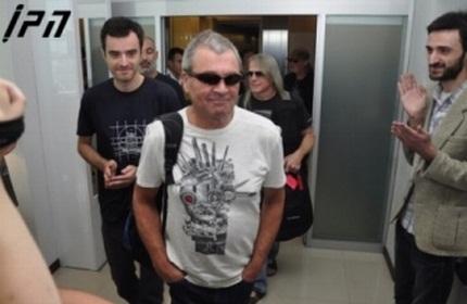 ورود گروه موسیقی 'دیپ پرپل' به فرودگاه تفلیس