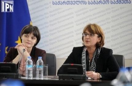 ماایا پانجیکیدزه، وزیر امور خارجه گرجستان (راست)