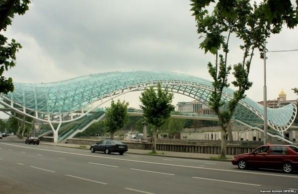 پل صلح در مرکز شهر تفلیس