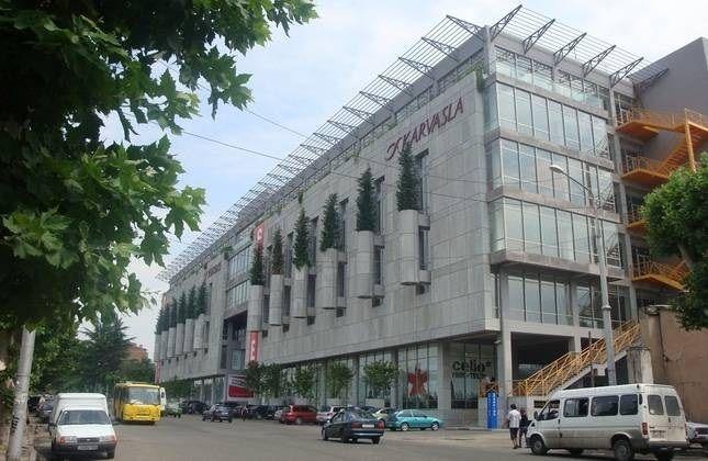مرکز تجاری کارواسلا، تفلیس، گرجستان