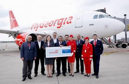 جمعی از کارکنان هواپیمایی فلای جرجیا گرجستان (پیش از تعطیلی شرکت)