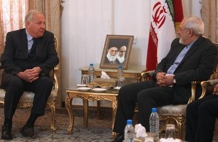 محمد جواد ظریف، وزیر خارجه ایران (راست) و یوسب چاخواشویلی، سفیر جدید گرجستان در ایران