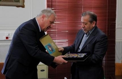 استاندار اصفهان (راست) و سفیر گرجستان در ایران (چپ)