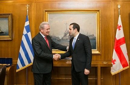 وزرای دفاع گرجستان (راست) و یونان (چپ)