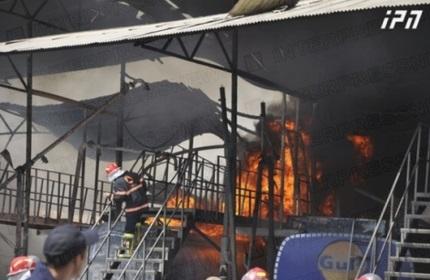 آتش سوزی مخازن ذخیره بنزین شرکت 'گلف' در تفلیس