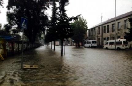 بارش شدید باران و آب گرفتگی خیابان ها و معابر در باتومی