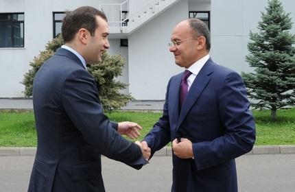 وزیر دفاع گرجستان (چپ) و وزیر دفاع ارمنستان (راست)