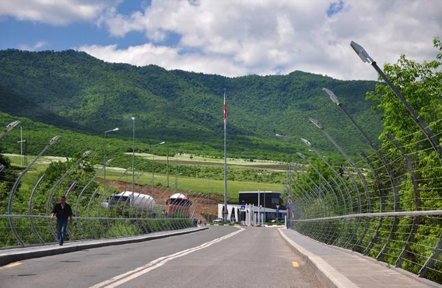 پل و پایانه مرزی ساداخلو میان گرجستان و ارمنستان