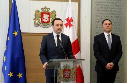 واختانگ گوملائوری، وزیر کشور جدید گرجستان (راست) و ایراکلی قریباشویلی، نخست وزیر