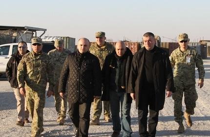 وزیر دفاع گرجستان در حال بازدید از پایگاه نظامی مَرمَل در افغانستان