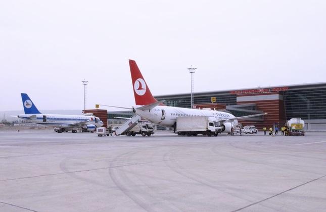 هواپیمای ترکیش ایرلاینز در فرودگاه بین المللی تفلیس