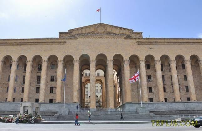 ساختمان قدیم پارلمان گرجستان، جایگزین کلیسای جامع نظامی سنت الکساندر نوسکی