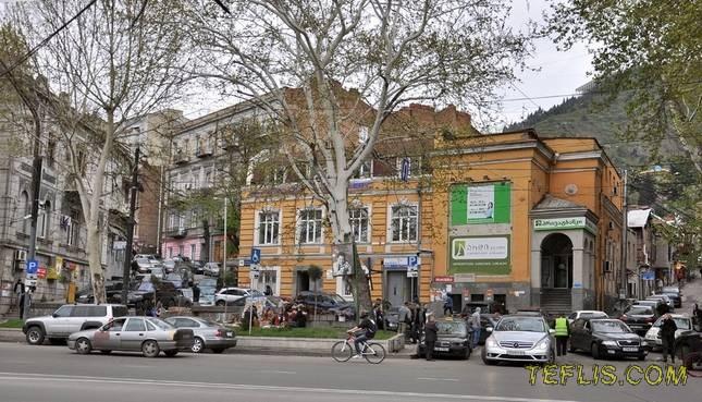 تغییر کاربری کلیسا در خیابان گولوین (روستاولی)