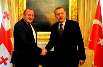 گیورگی مارگولاشویلی، رئیس جمهور گرجستان (چپ) و رجب طیب اردوغان، رئیس جمهور ترکیه