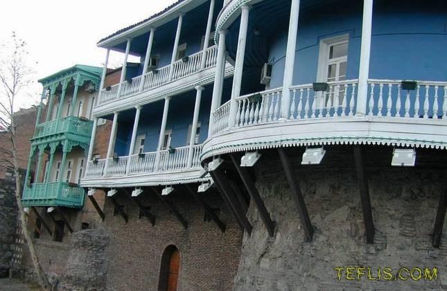 جاذبه های گردشگری گرجستان (بالکنهای رنگارنگ تفلیس)