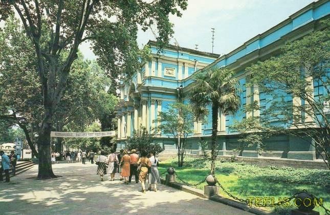 پیاده رو گالری آبی، واقع در خیابان روستاولی، 1983 میلادی