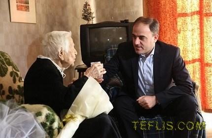 دیدار شهردار تفلیس با شهروند 105 ساله