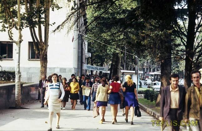 خیابان روستاولی در فصل بهار، 1977 میلادی