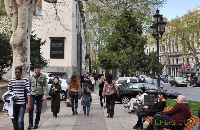 خیابان روستاولی در فصل بهار