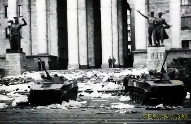 سرکوب تظاهرات ضد شوروی توسط نیروهای ارتش شوروی در خیابان روستاولی، 9 آوریل 1989 میلادی