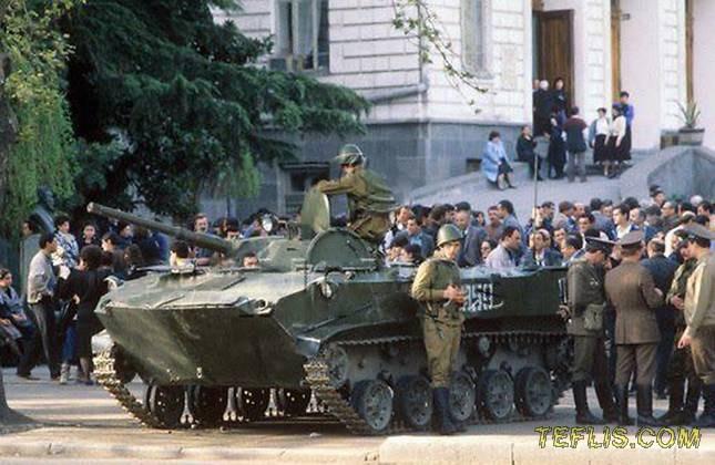 خودداری دانشجویان ازورود به دانشگاه و استقرار تانک توسط دولت اتحاد جماهیر شوروی در خارج از دانشگاه، 10 آوریل 1989