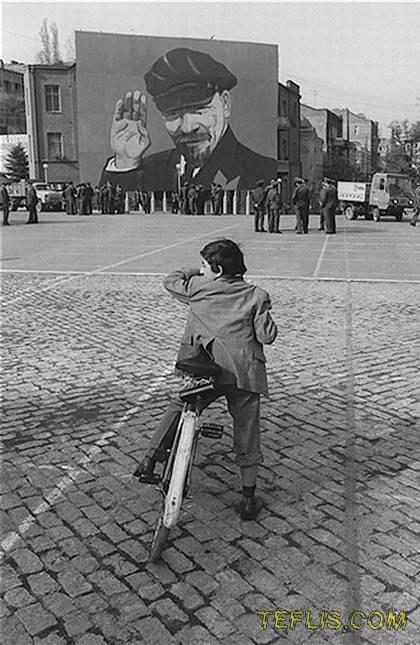 میدان جمهوری، گل رز فعلی، 1987 میلادی