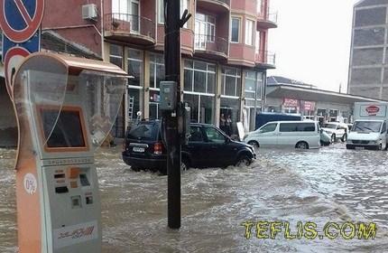 بارش شدید باران و آب گرفتگی معابر در باتومی