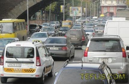 افزایش تعداد خودروها در تفلیس و مشکلات ترافیکی پایتخت گرجستان